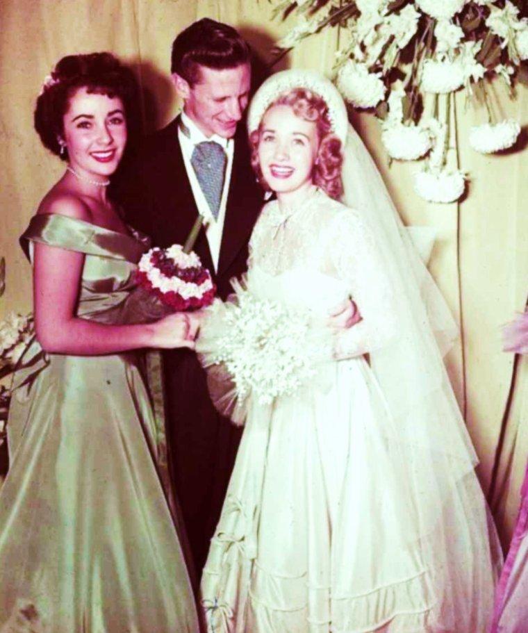 """Elles ont un jour dit """"OUI"""" à... (de haut en bas) Anne JEFFREYS à Robert STERLING, le 21 Novembre 1951 / Cyd CHARISSE à Tony MARTIN, le 15 Mai 1948 / Elizabeth TAYLOR à Eddie FISHER, le 12 Mai 1959 / Eleanor POWELL à Glenn FORD, le 23 Octobre 1943 / Jane POWELL à Geary STEFFIN, le 5 Novembre 1949 / Esther WILLIAMS à Ben GAGE, le 25 Novembre 1945 / Connie STEVENS à Eddie FISHER, le 9 Février 1967 / Susan STRASBERG à Christopher JONES, le 25 Septembre 1965"""