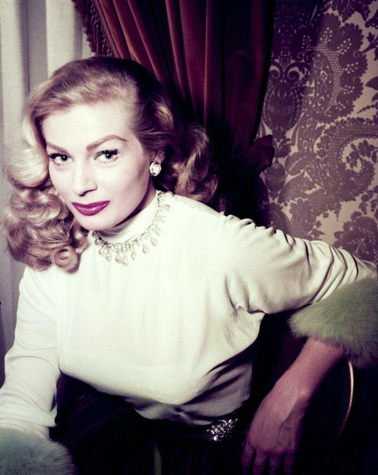 Nouvelles photos de la belle Anita...