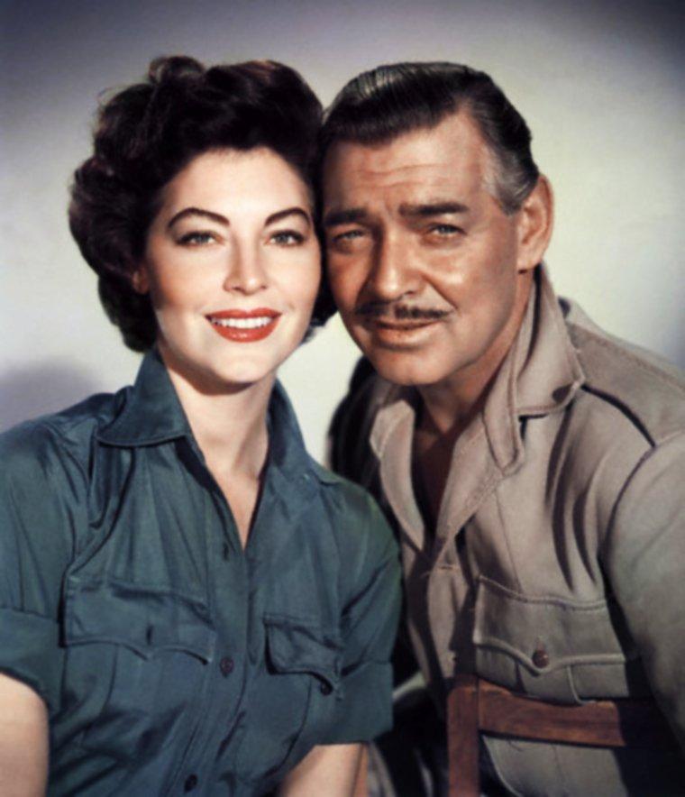 """1953 / Quand deux grandes STARS féminines (Ava GARDNER et Grace KELLY) se partagent l'affiche du film """"Mogambo"""" de John FORD... / SYNOPSIS / Victor MARSWELL (Clark GABLE) capture des animaux africains pour les zoos du monde occidental et dirige des safaris. Arrive une Américaine invitée là par un maharadja, lequel est déjà reparti pour son pays... et avec laquelle Victor prend le temps d'une amourette. Survient un couple d'Anglais dont le mari anthropologue veut aller étudier les gorilles, et dont la femme est assez jolie pour donner à MARSWELL de bonnes raisons de diriger cette expédition risquée. Entre ces deux femmes et les dangers de l'Afrique, de beaux paysages de la terre et des c½urs..."""
