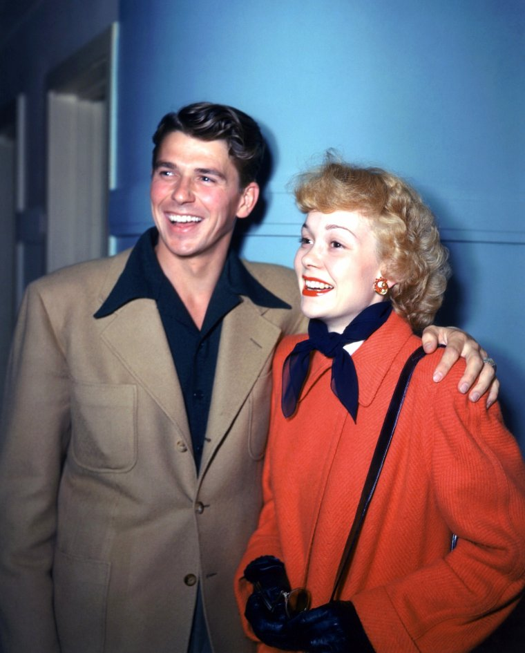 Et toujours la rubrique... Nos COUPLES de STARS (de haut en bas) Jane WYMAN and Ronald REAGAN / Audrey HEPBURN and Mel FERRER / Julie ANDREWS and Tony WALTON / Zsa Zsa GABOR and George SANDERS / Dale EVANS and Roy ROGERS / Jane FONDA and Roger VADIM / Janet LEIGH and Tony CURTIS / Brigitte BARDOT and Jacques CHARRIER
