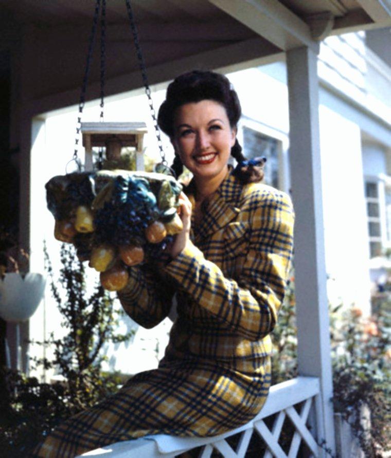 Bonne fin de journée avec la belle... Ginny SIMMS (rare photo).