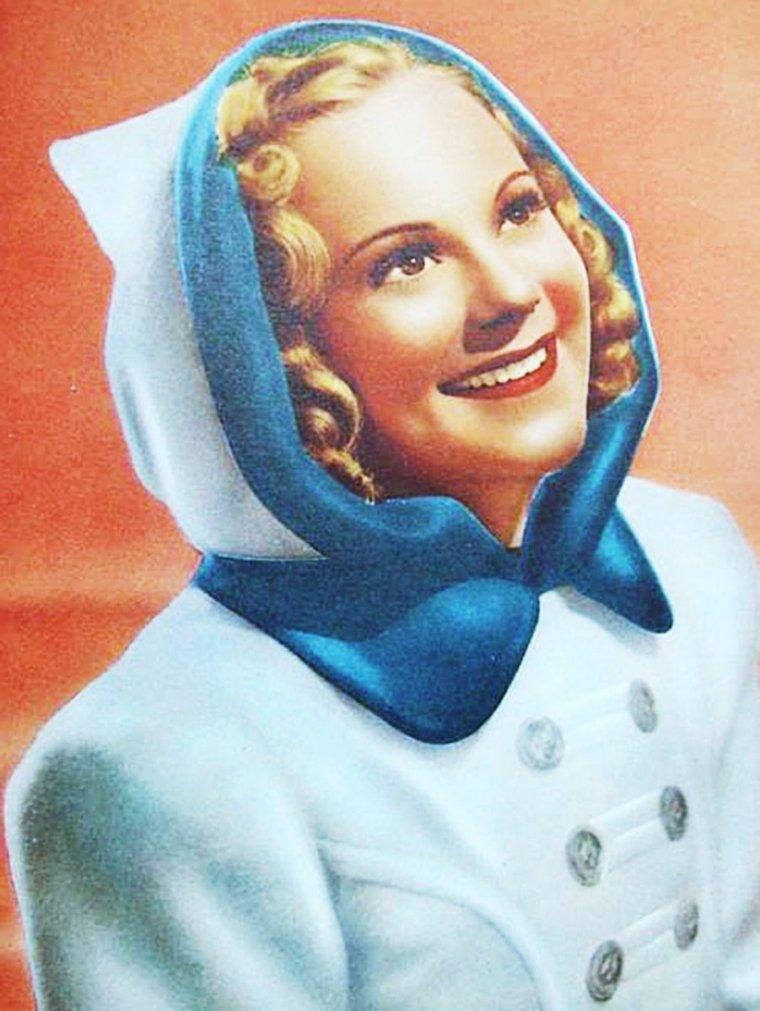 """Sonja HENIE pictures (part 2) / ANECDOTES / En 1938, à l'âge de 25 ans, elle devint la plus jeune personne à être faite chevalier de première classe par l'ordre royal norvégien de Saint-Olav / Son portrait orne la dérive du Boeing 737-300 de la compagnie aérienne Norwegian, immatriculé LN-KKJ / Sonja HENIE se maria à trois reprises, avec Dan TOPPIN, Winthrop GARDNER, et finalement avec Niels ONSTAD. Ensemble, ils accumulèrent une large collection d'art moderne qui a servi à former la base pour le """"Centre d'art HENIE-ONSTAD"""" à Høvikodden, près d'Oslo / Sonja HENIE meurt de leucémie en 1969, à bord d'un vol Paris-Oslo. Considérée comme la plus grande patineuse artistique de tous les temps, elle et son mari sont enterrés au sommet de la colline surplombant le """"Centre d'art HENIE-ONSTAD"""". (dernière photo, Sonja en 1960)."""