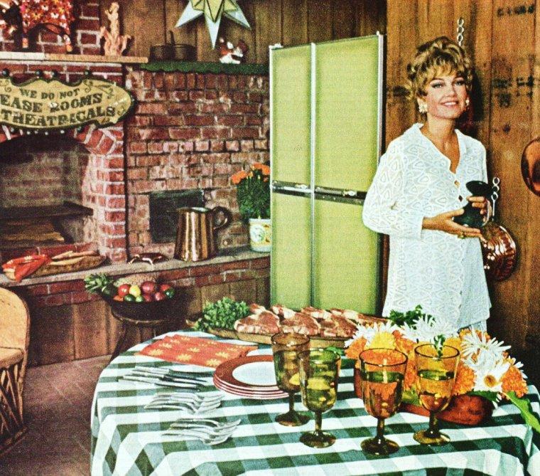 1969 / Il est l'heure de dresser la table... BON APPETIT à toutes et à tous ! avec Anne BAXTER