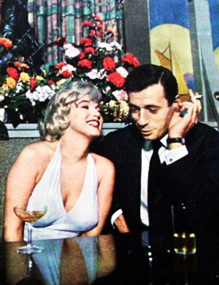 """UN JOUR... UNE HISTOIRE / 16 Janvier 1960, Conférence de presse organisée par la FOX pour présenter """"Let's make love"""" (Le milliardaire) avec les acteurs principaux... Marilyn MONROE et Yves MONTAND entre autres... Une idylle va démarrer entre le """"French-lover"""" et la plus belle femme du monde !"""
