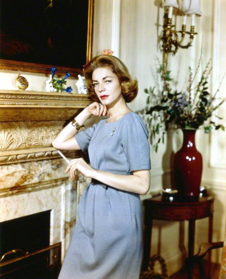 AT HOME with... (de haut en bas) Corinne CALVET / Joan CRAWFORD / Cyd CHARISSE / Lauren BACALL / Barbara HALE / Brigitte BARDOT / Doris DAY / Sue CAROL and her husband Alan LADD