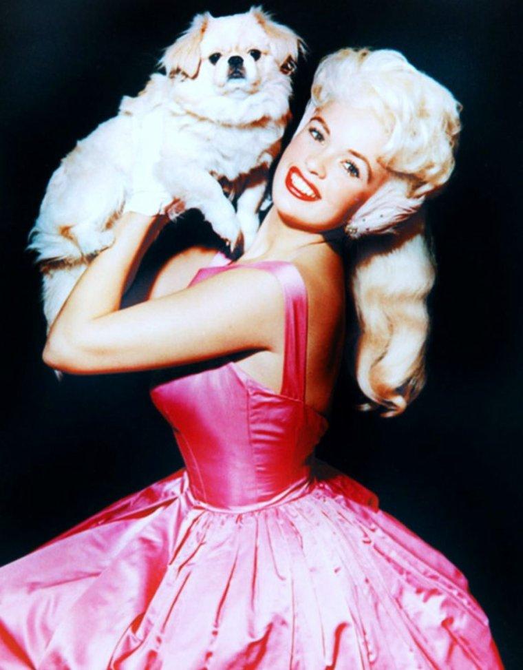 """Jayne MANSFIELD... La STAR qui voyait """"la vie en rose"""", jusqu'à sa résidence sur les hauteurs de Hollywood."""