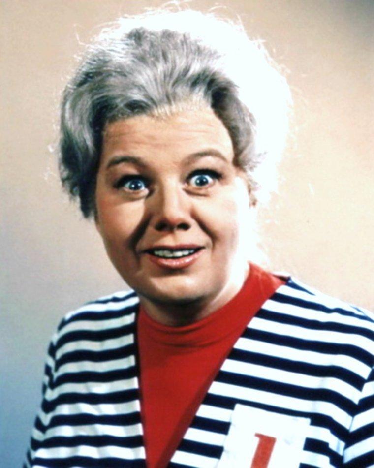 """Duet... Shelley WINTERS as Ma Parker dans la série télévisée """"Batman"""" en 1966..."""