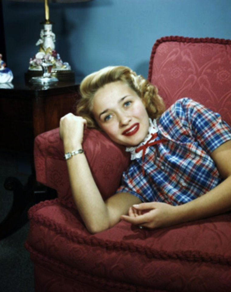 STARS at home... (new pix, de haut en bas) Lauren BACALL / Jane POWELL / Janet LEIGH / Jeanne CRAIN / Jayne MANSFIELD / Joan CAULFIELD / Joan CRAWFORD / Paulette GODDARD