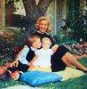 """Et toujours la rubrique """"Nos mamans STARS"""" avec de haut en bas : Hedy LAMARR / Ingrid BERGMAN / Pier ANGELI / Janet LEIGH / June LOCKHART / Lucille BALL / Julie ANDREWS / Lauren BACALL"""