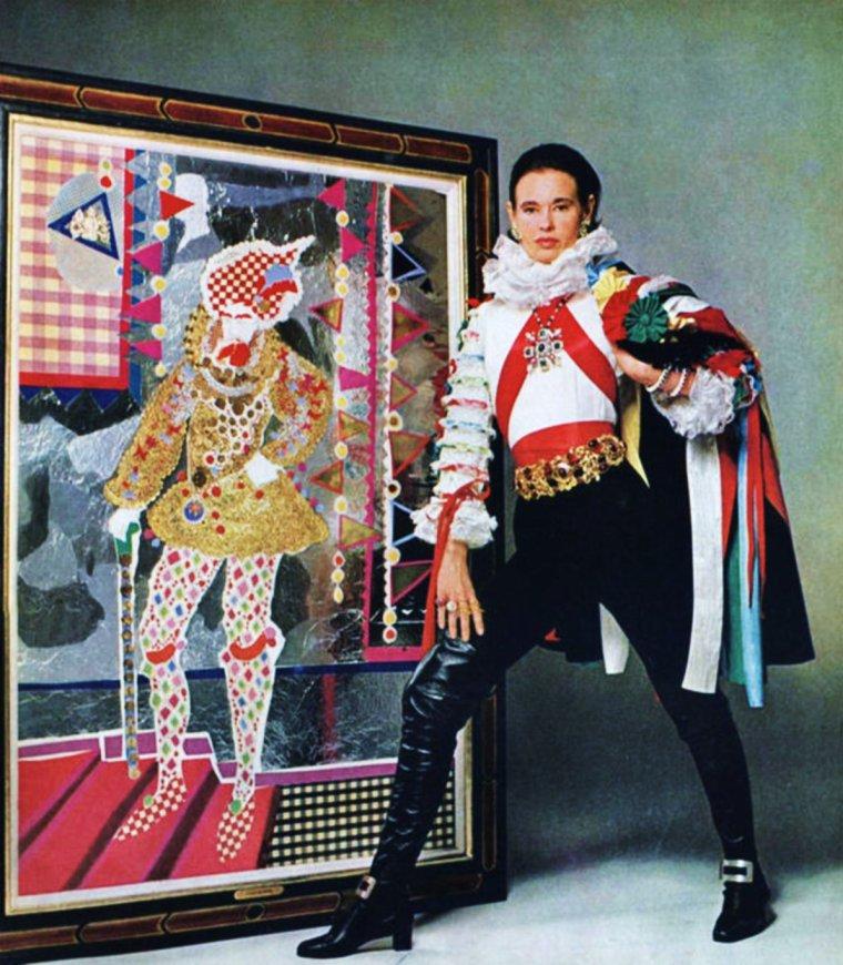 Gloria Laura VANDERBILT (née le 20 Février 1924 à New-York) est une artiste complète ; auteur, styliste, peintre, actrice et femme d'affaires.
