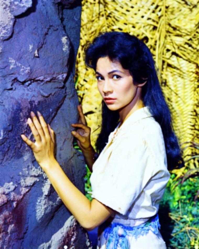 """NEWS / Barbara LUNA (à ne pas confondre avec la chanteuse Argentine qui porte le même pseudo) est une actrice Américaine née à New-York le 2 Mars 1939, notamment connue dans le film """"5 semaines en ballon"""" (1962) ou plus tard en 1967, dans l'épisode """"Mirror, Mirror"""" de la série """"Star-Trek""""."""