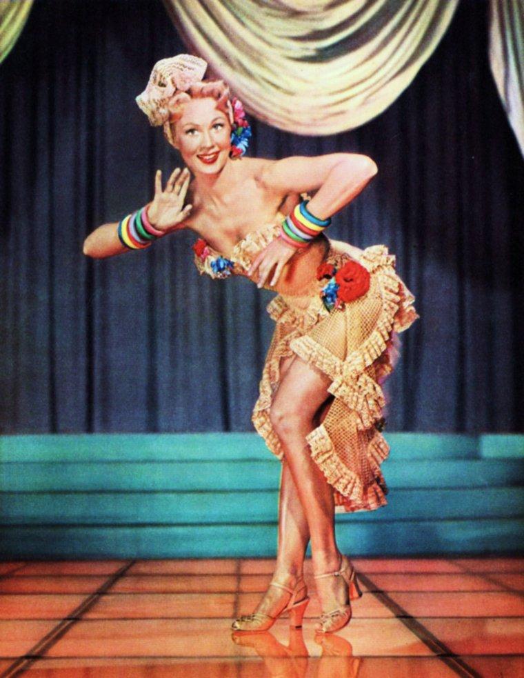 """""""DANSE AVEC LES STARS"""" / CITATION / « La danse n'a plus rien à raconter : elle a beaucoup à dire ! » de Maurice BEJART / de haut en bas / Mitzi GAYNOR / Betty HUTTON / Julie ANDREWS / Ann MILLER / Marilyn / Marlène DIETRICH / Virginia MAYO / Ann MARGRET"""