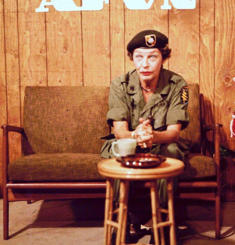 Martha RAYE est une actrice américaine, née le 27 août 1916 à Butte (Montana), morte le 19 octobre 1994 à Los Angeles (Californie).