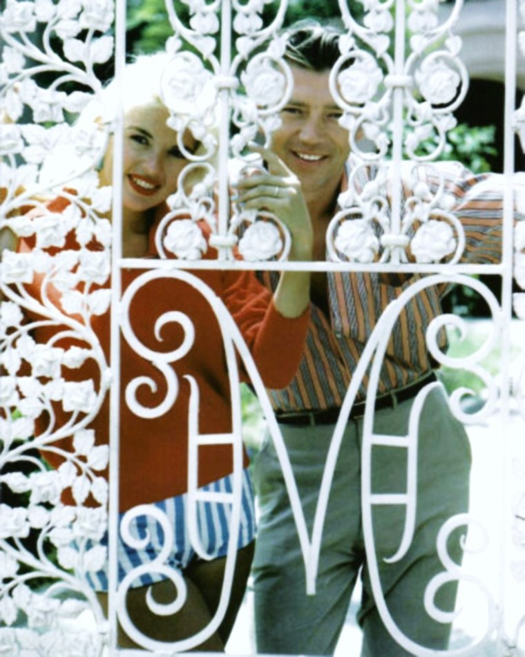 Duet... Jayne MANSFIELD with her husband Mickey HARGITAY at home 50's...