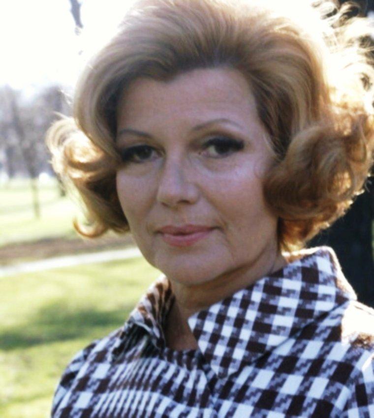 """QUIZZ / Surnommée """"La déesse de l'amour"""", elle devient une légende vivante avec son rôle principal dans le film mythique """"Gilda""""... La reconnaissez-vous ici, vieillissante, en 1968 ?..."""