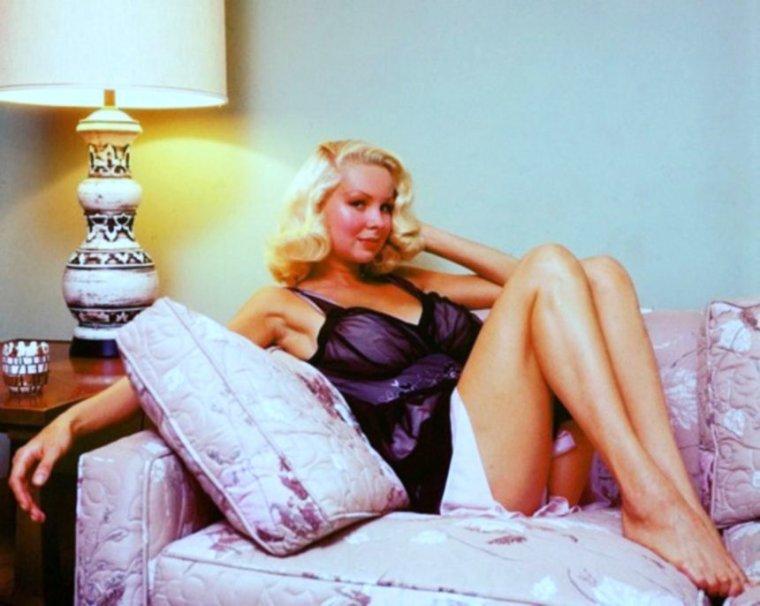 Prêtes pour la nuit, en lingerie... (de haut en bas) Jayne MANSFIELD / Carroll BAKER / Brigitte BARDOT / Martine CAROL / Anita EKBERG / Joi LANSING / Marilyn MONROE / Pat SHEEHAN