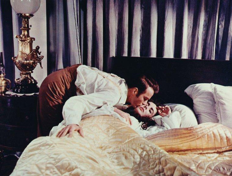 BONNE NUIT A TOUTES ET A TOUS !... Avec Elizabeth TAYLOR (and Monty CLIFT).
