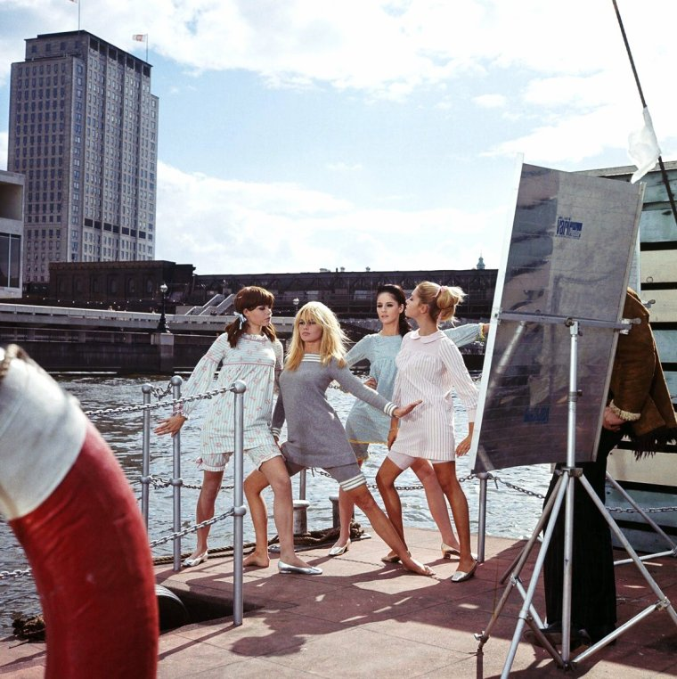 "Et toujours la rubrique... ""On the set"" avec de nouvelles photos. (de haut en bas) Elizabeth TAYLOR (and James DEAN) / May BRITT / Ingrid BERGMAN / Senta BERGER / Brigitte BARDOT / Lauren BACALL  / Marilyn MONROE / Barbara STANWYCK"
