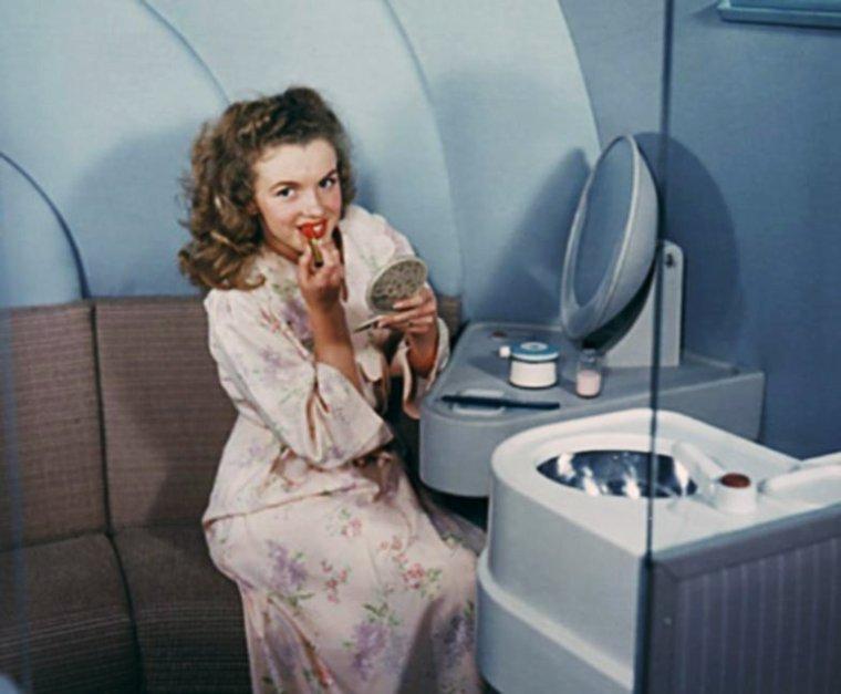 QUIZZ / (facile) Elle n'aura jamais connu le bonheur d'être maman... Elle reste la plus grande des légendes du XXème siècle et probablement des autres à venir ? La reconnaissez-vous ici vers l'âge de 16 ans dans une publicité pour compagnie aérienne ?