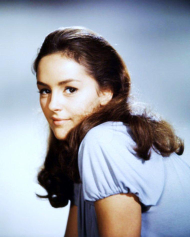 NEWS / Bonnie BEDELIA, de son nom complet Bonnie BEDELIA CULKIN, est une actrice américaine née le 25 mars 1948 à New York, dans l'État de New York aux États-Unis. Elle est la fille de Phillip HARLEY CULKIN, journaliste, et Marian Ethel WAGNER, écrivain, et la tante des acteurs Macaulay CULKIN (Maman j'ai raté l'avion) et Kieran CULKIN.