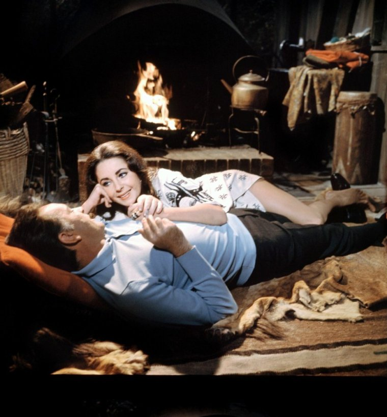 BONNE FIN DE SOIREE A TOUTES ET A TOUS !... avec le couple mythique, TAYLOR-BURTON