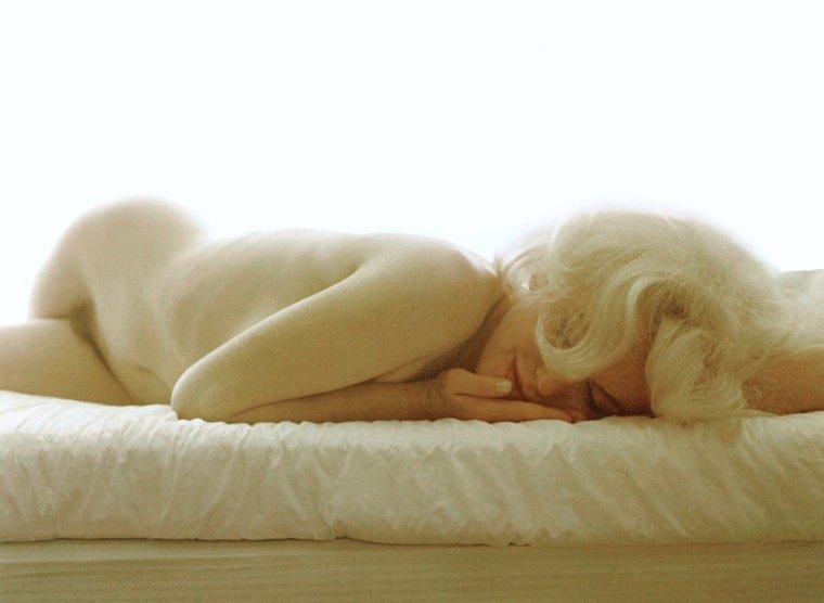 "HOT ! / BONNE FIN DE SOIREE A TOUTES ET A TOUS !... avec Marilyn, ""last sitting"" by Bert STERN, 1962"