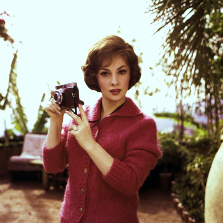 Duet... Gina LOLLOBRIGIDA with camera, 50's (with Leo FUCHS)