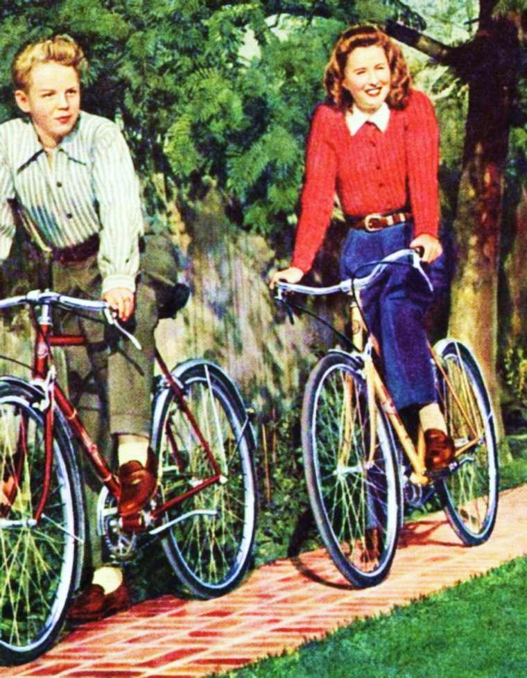 BON DIMANCHE ! / Quelques exemples d'activités dominicales : (de haut en bas) Ballade en amoureux (Brigitte BARDOT and Laurent TERZIEFF) / Ballade à vélo (Barbara STANWYCK and her son Anthony) / Ballade en forêt (Audrey HEPBURN) / Ballade à cheval (Carroll BAKER) / Se faire un ciné (Diana LEWIS and her husband William POWELL, Ann RUTHERFORD) / Aller à la pêche (Virginia MAYO) / Faire un tennis (Stella STEVENS) / Se faire une sortie en mer (Sandra DEE and Troy DONAHUE)