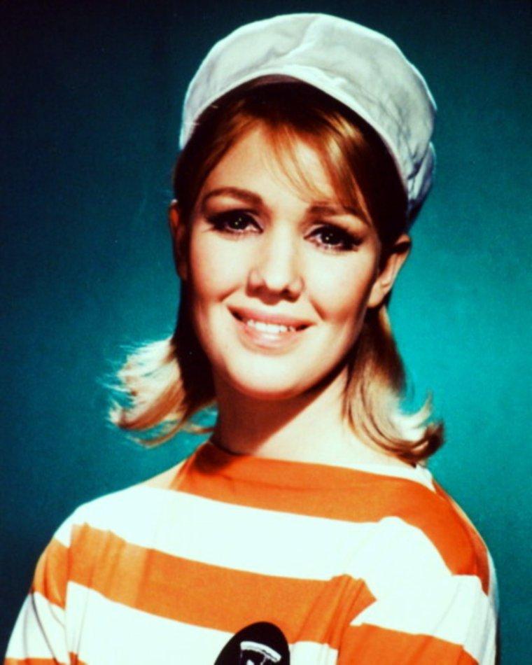 """NEWS / Une nouvelle actrice vient enrichir mon blog... Annette ANDRE, née à Sidney, actrice Australienne, née le 24 Juin 1939, connue surtout pour ces rôles dans des séries cultes des années 60, comme """"Chapeau melon et bottes de cuir"""", """"Le prisonnier"""" ou encore """"Le saint""""."""