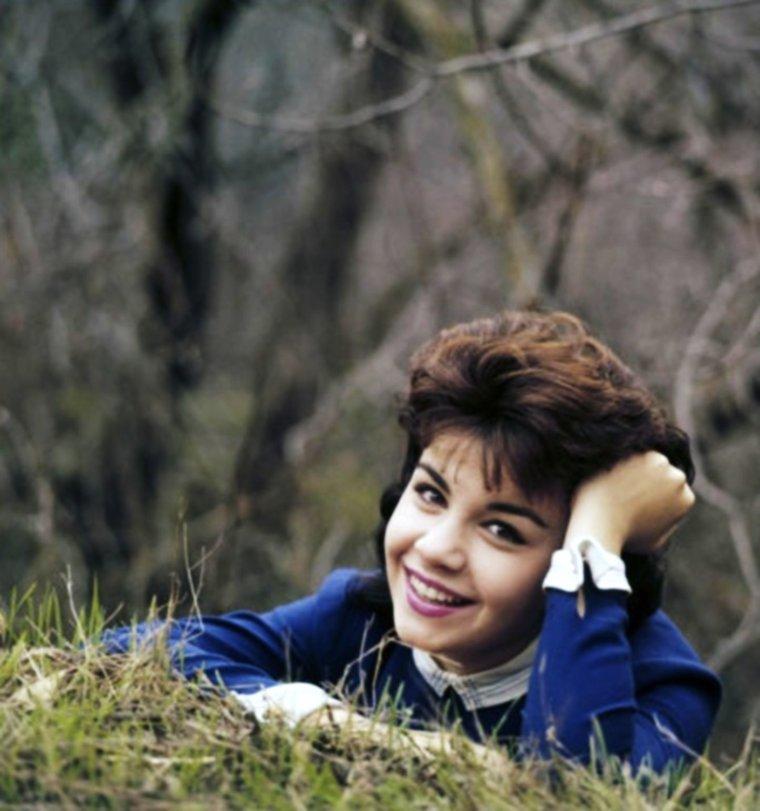 CITATION / « La campagne c'est cette musique, cette agitation de branches, de feuilles et de cris qui s'enfle et s'architecture quand on ferme les yeux.  » de Maryline DESBIOLLES / de haut en bas / Annette FUNICELLO / Audrey HEPBURN / Anne FRANCIS / Debbie REYNOLDS / Gia SCALA / Giorgia MOLL / Gina LOLLOBRIGIDA / Ann BLYTH