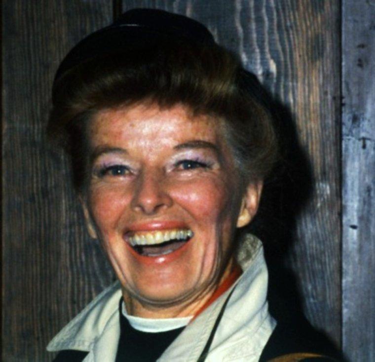 CITATION / « Le rire est la musique la plus civilisée du monde. » de Peter USTINOV / Fou rire de Katharine HEPBURN en 1967. (rare).