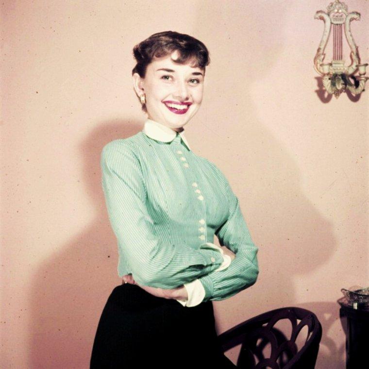 RARE / Septembre 1951, Audrey HEPBURN retenue pour le rôle de Gigi dans la pièce de théâtre du même nom qui se jouera à New-York.