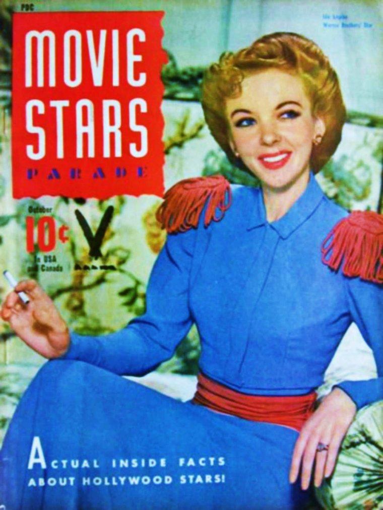 """MINI-BIO / Ida LUPINO fait ses débuts d'actrice de cinéma en Angleterre, dans de petites productions, avant de partir pour Hollywood où on la remarque en 1935 dans """"Peter Ibbetson"""" d' Henry HATHAWAY. Elle ne rencontre véritablement le succès qu'à partir de 1941, avec """"Une femme dangereuse"""" et """"High Sierra"""" de Raoul WALSH. Tout au long de sa carrière, elle interprète des rôles de composition, incarnant souvent des femmes fatales ou malheureuses. Raoul WALSH, Nicholas RAY, Fritz LANG, Robert ALDRICH lui offrirent ses plus beaux rôles. Au milieu des années 1940, Ida LUPINO est attirée par la réalisation. Elle a raconté comment elle avait eu l'impression de s'ennuyer sur les plateaux de tournage alors que « quelqu'un d'autre semblait faire tout le travail intéressant ». Avec son mari, le producteur et scénariste Collier YOUNG, elle monte une société de production indépendante, """"The Filmmakers"""", et devient productrice, réalisatrice et scénariste de films à petit budget, abordant souvent des questions de société. En 1949, sa première réalisation lui échoit de façon inattendue, quand Elmer CLIFTON, qui dirigeait, pour """"The Filmmakers"""", """"Avant de t'aimer"""" (Not Wanted), film dont elle avait écrit le scénario, subit une crise cardiaque mineure et doit abandonner le tournage. Ida LUPINO reprend le film et le termine. Dans les années qui suivent, elle réalise ses propres projets, et devient à Hollywood l'une des rares réalisatrices de l'époque, avec des films remarqués comme """"Never Fear"""" et """"The Bigamist"""". Dans """"The Village Voice"""", la journaliste Carrie RICKEY a écrit qu'Ida LUPINO a été un modèle pour les réalisatrices : « Non seulement Ida LUPINO prend en main la production, la réalisation et le scénario, mais chacun de ses films aborde frontalement la sexualité, l'indépendance, la dépendance ». Après quatre films « de femme » sur des questions de société, dont """"Outrage"""", en 1950, sur le viol, Ida LUPINO réalise son premier film d'action, """"Le Voyage de la peur"""" (The Hitch-Hik"""