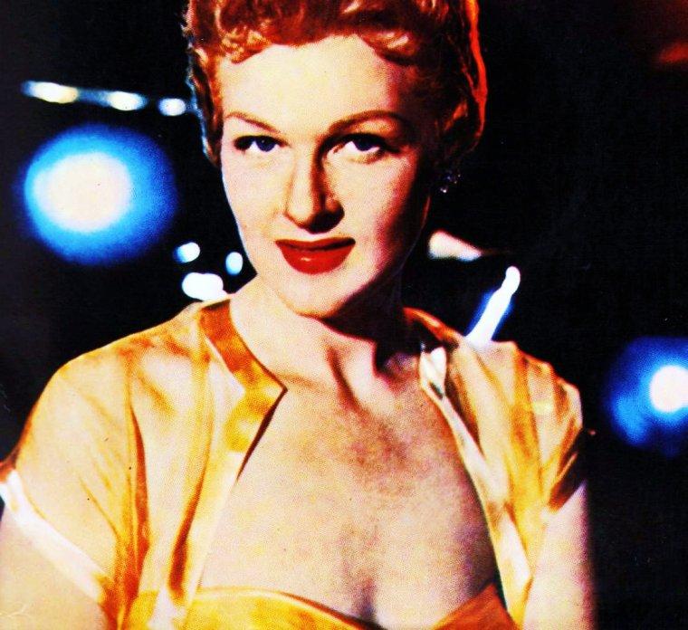 NEWS / Jo Elizabeth STAFFORD dite Jo STAFFORD (12 Novembre 1917 - 16 Juillet 2008) est une chanteuse et occasionnellement actrice d'origine Américaine.