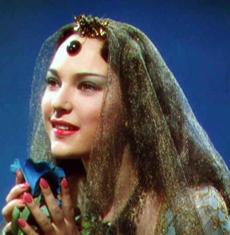 """NEWS / June DUPREZ est une actrice anglaise, née à Teddington (Grande-Bretagne), le 14 mai 1918, et décédée à Londres le 30 octobre 1984. June est connue surtout pour son rôle de la Princesse De BASSORAH dans le film exotique """"Le voleur de Bagdad"""" (photos) en 1940 où elle donne la réplique, entre autres, à Sabu ou encore à Conrad VEIDT et John AUSTIN."""