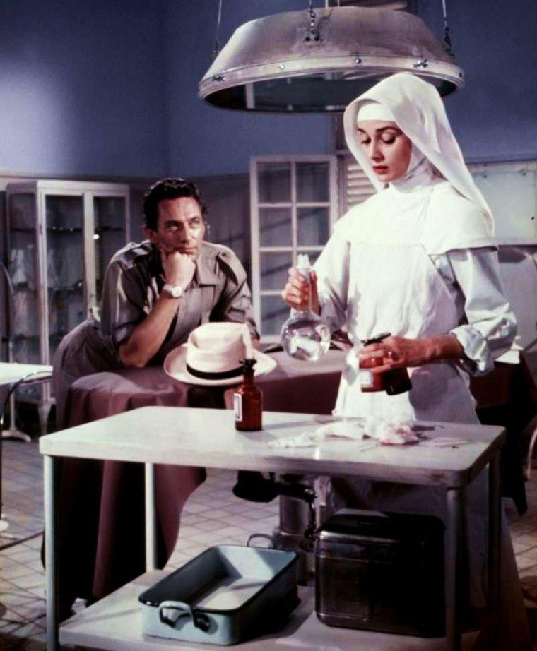 """1959 / Quand Audrey """"entre dans les ordres"""" pour le film """"Au risque de se perdre"""" (The nun's story) voir TAGS."""