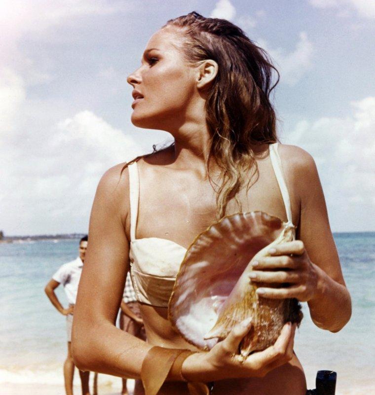 """1962 / Marilyn disparaissait... Ursula apparaissait en bikini... dans le James-BOND """"Docteur NO"""" aux côtés de Sean CONNERY..."""