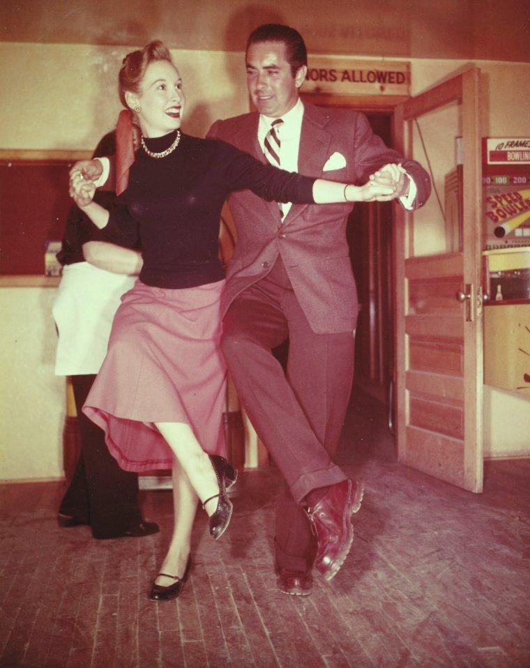 NEWS / Millicent Maxine EDWARDS, plus connue sous le pseudo de Penny EDWARDS, est une actrice Américaine née le 24 Août 1928 à Jackson Heights (New-York), décédée le 26 Août 1998 à Friendswood (Texas). Tout au long de sa carrière, Penny jouera les héroïnes de westerns...
