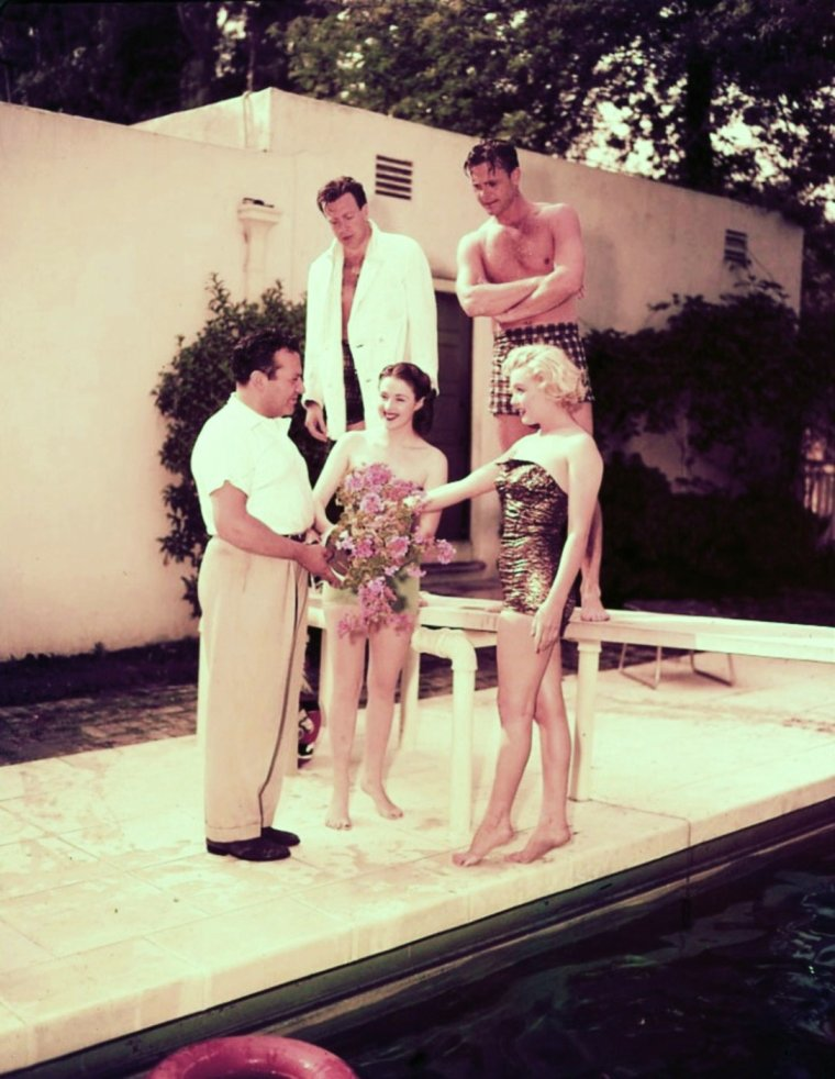1951 / On appelle ses ami(es) et on se fait une journée piscine... Marilyn, Nick SAVANO, Craig HILL and Mala POWERS