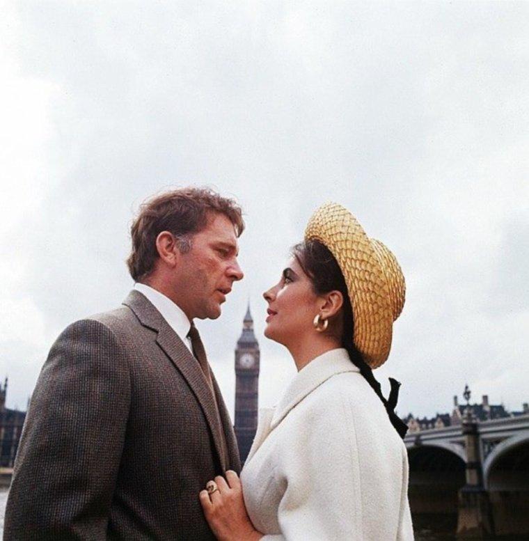 LONDRES 1964 / Elizabeth TAYLOR et Richard BURTON sous l'objectif de Milton GREENE.