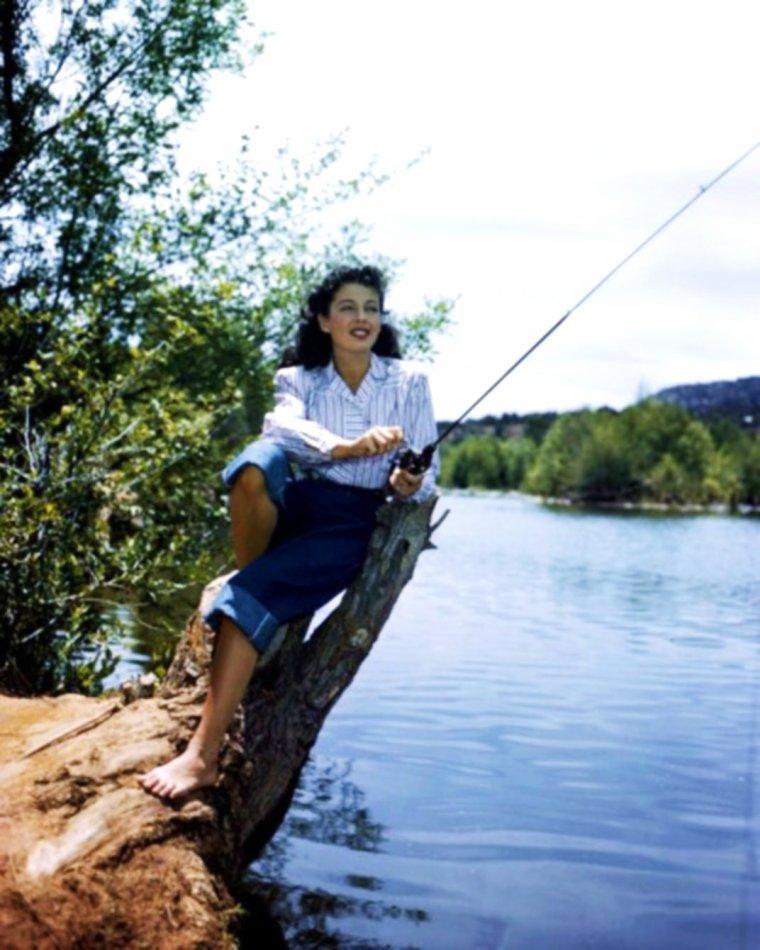 Superbe journée encore qui nous attend... Et si on allait à la pêche ?... (Gail RUSSELL). BELLE JOURNEE A TOUTES ET A TOUS !