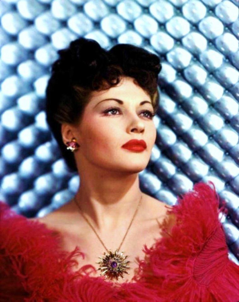 Portrait... Yvonne De CARLO 50's