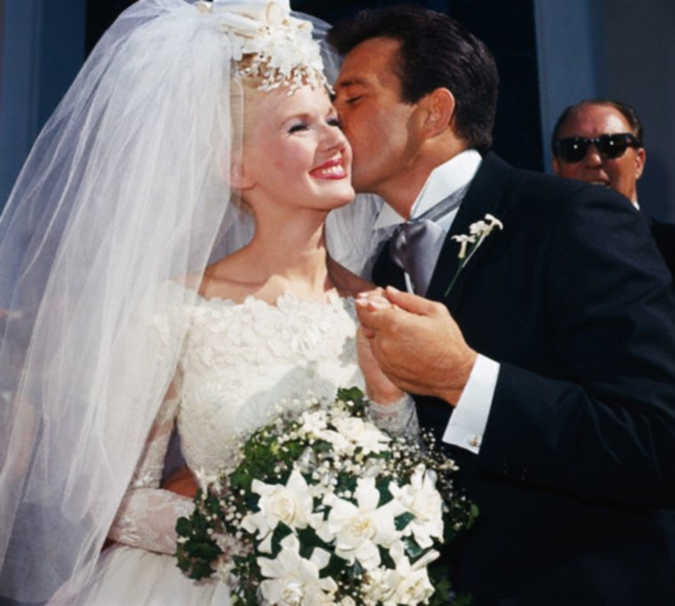 """LOVE and MARRIAGE""... Quand les STARS se disent OUI... (de haut en bas) Connie STEVENS and James STACY (12 Octobre 1963) / Sue LYON and Hampton FANCHER (22 Décembre 1963) / Shirley TEMPLE and John AGAR (19 Septembre 1945) / Marilyn MONROE and Arthur MILLER (29 Juin 1956) / Nancy SINATRA and Tommy SANDS (11 Septembre 1960) / Diana DORS and Alan LAKE (23 Novembre 1968) / Elizabeth TAYLOR and Eddie FISHER (12 Mai 1959) / Natalie WOOD and Richard GREGSON (30 Mai 1969)."