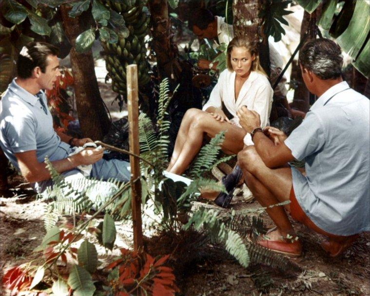 """1962 / """"James-BOND contre Dr NO"""" (part 2, voir TAGS Ursula ANDRESS)) / Fraîcheur du côté de la Jamaïque avec Ursula et Sean..."""