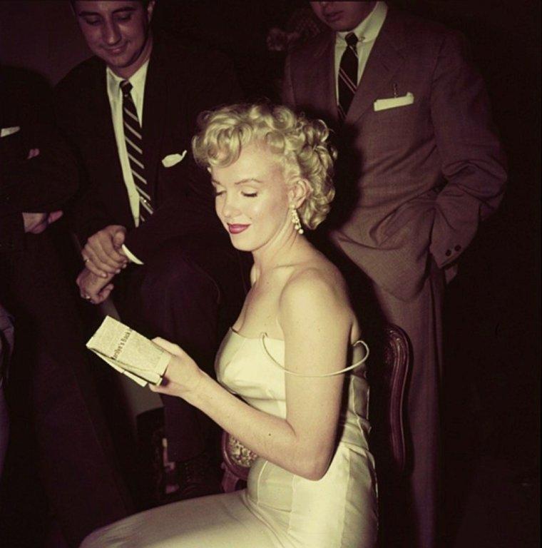 BON WEEK-END A TOUTES ET A TOUS !... (RARE Marilyn MONROE).