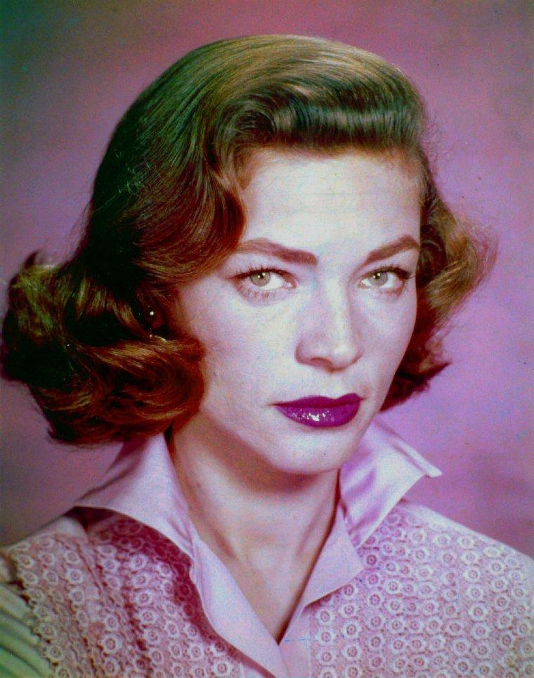 Lauren BACALL nous a quitté ce 12 Août 2014, à l'âge de 89 ans, à N-York. Une autre étoile qui s'éteint sur terre pour mieux briller et rejoindre les autres, au ciel... Rest in peace DEAR LAUREN...