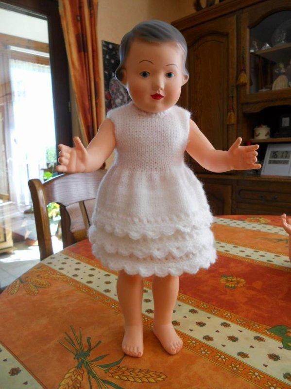 a vendre LAURETTE avec la robe le tout 50 euros  VENDUE et bien arriver cher Anne