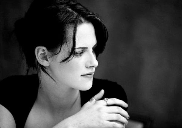 * * Une beauté déconcertante, un regard envoutant, cinglant. *