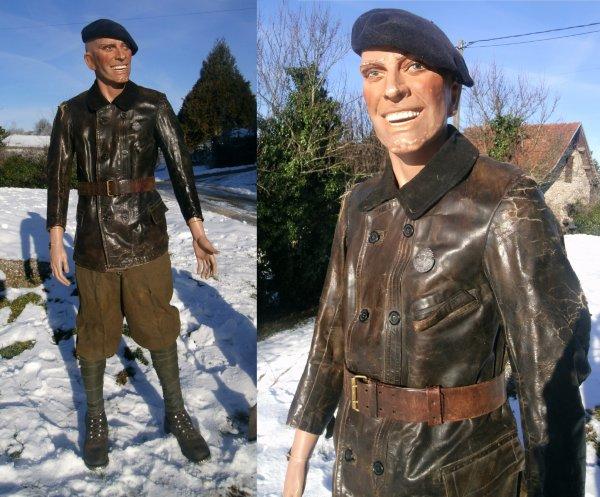 Début de tenue d'un soldat Français des Chars de combats
