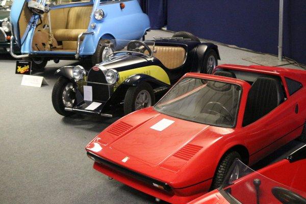 Vente #PatrouilledeFrance et #Automobilia #miniatures #mascottes #jouets #Artcurial